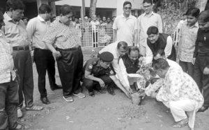 গোপালপুর হাসপাতালে নিজ হাতের ফুলের  চারা রোপণ করলেন ছোট মনির এমপি